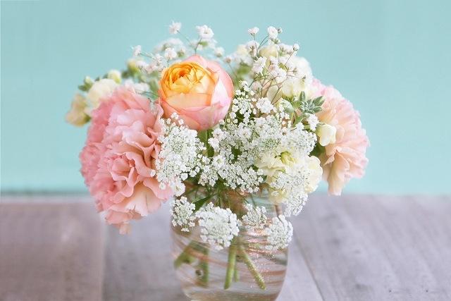 花瓶に活けた花の画像です